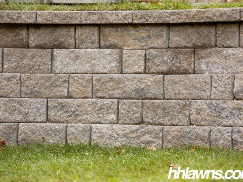 101815-Kelso-Retaining-Wall-HH-Lawn-and-Landscape-Omaha-Nebraska-NO-0023-480x360